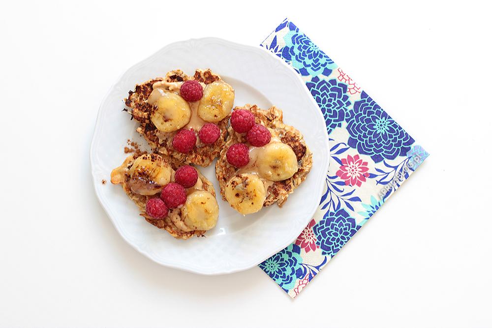 placki owsiane z bananami, fit śniadanie, przepis na zdrowe śniadanie